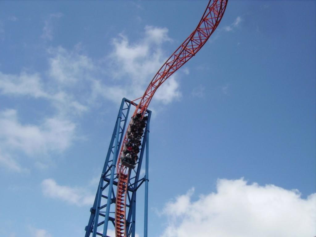 Sky Wheel, die höchste Überkopf-Achterbahn Europas