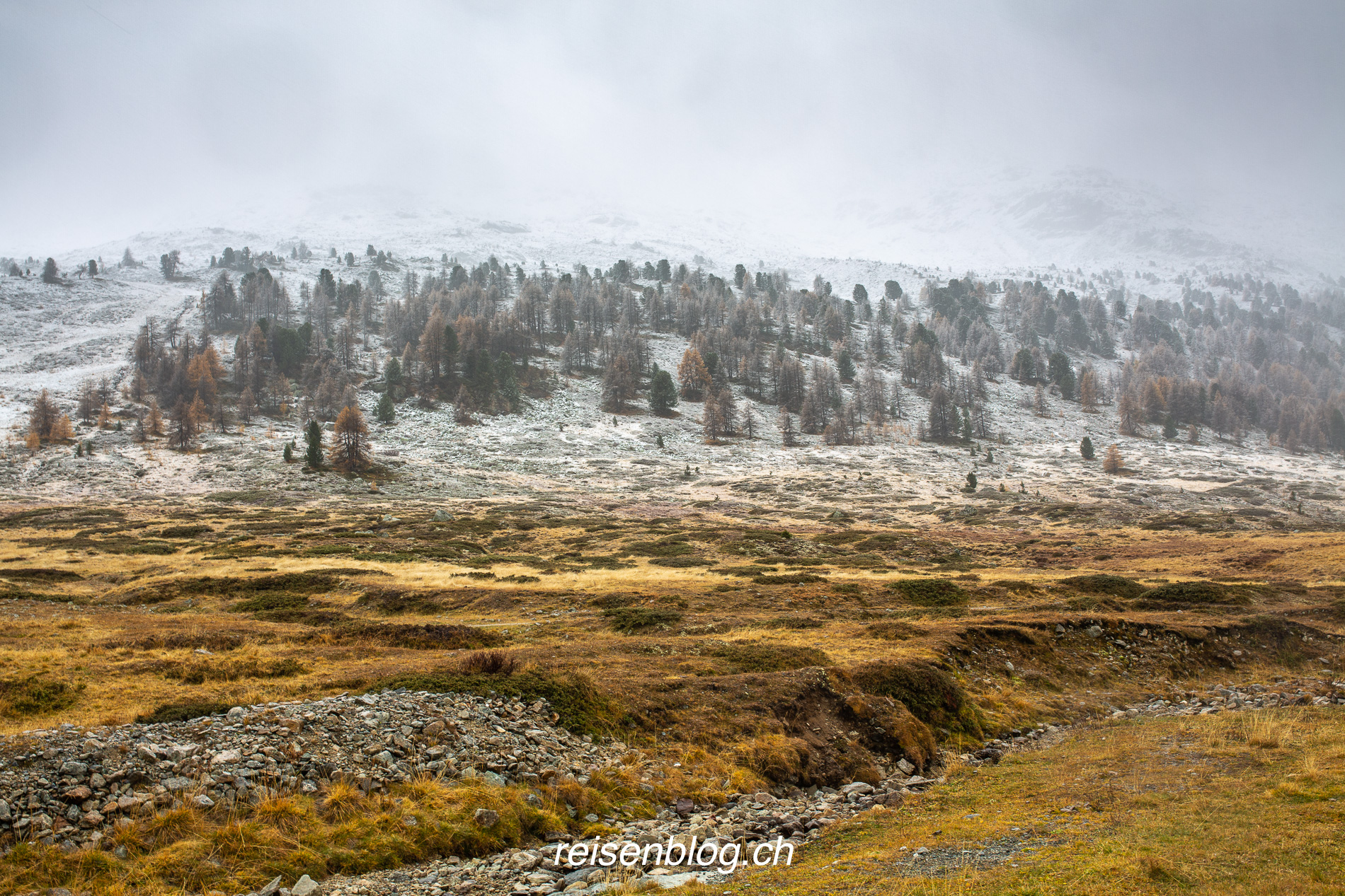 Herbstlicher Schneefall an der Talstation