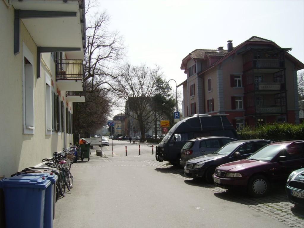 Landesgrenze Deutschland / Schweiz:  im Hintergrund Kreuzlingen (CH), Parkplätze
