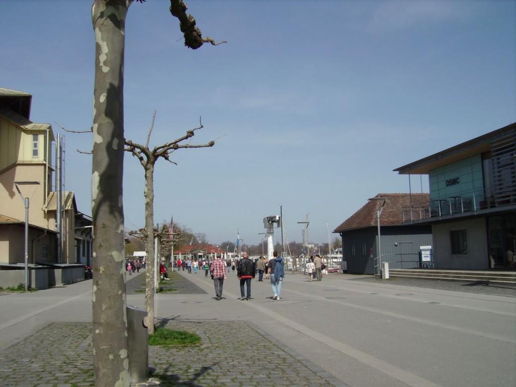 Die autofreie Zone am Hafen von Konstanz, Blick in Richtung Marktstätte