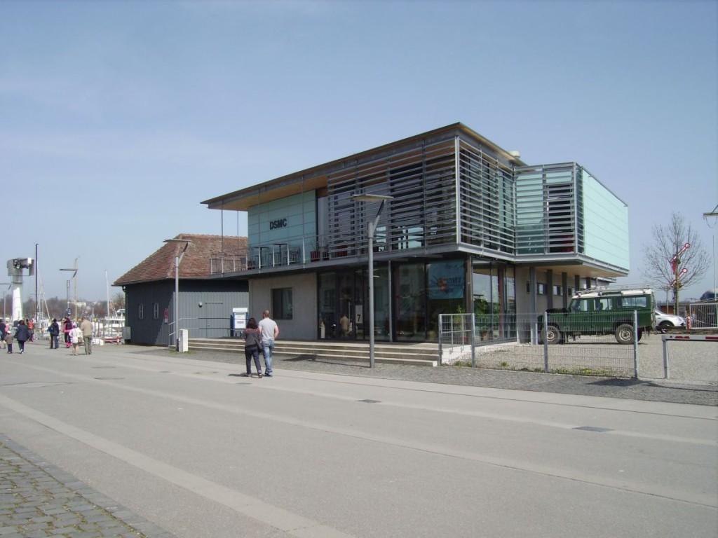 Ein Gebäude am Hafen Konstanz