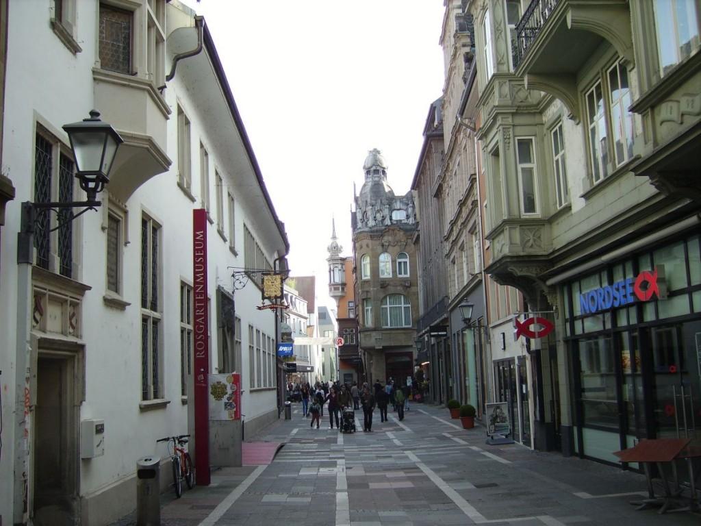 Die Konstanzer Altstadt an der Rosgartenstrasse, Blick in Richtung Bodanplatz