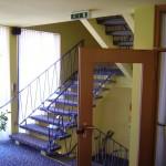 Eden Hotel am Park - Hoteletagen mit Treppe zur Reception