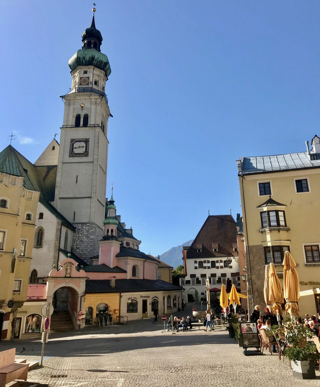 Ausflug in die glitzernden Swarovski Kristallwelten mit einem Abstecher nach Hall in Tirol